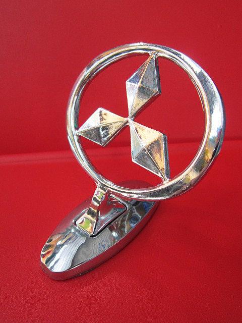 Эмблема на капот Митсубиси